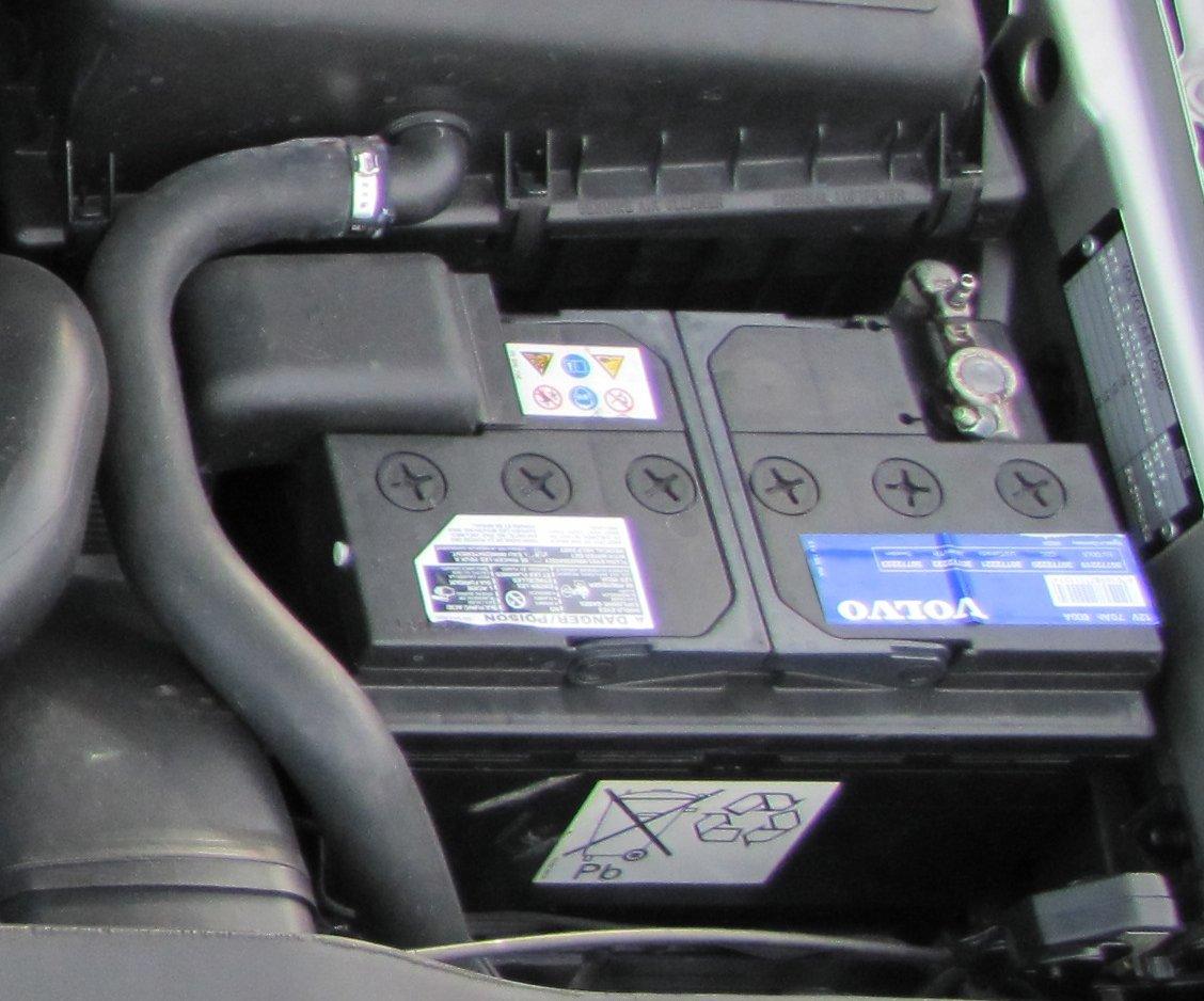98 V70R stock battery.jpg