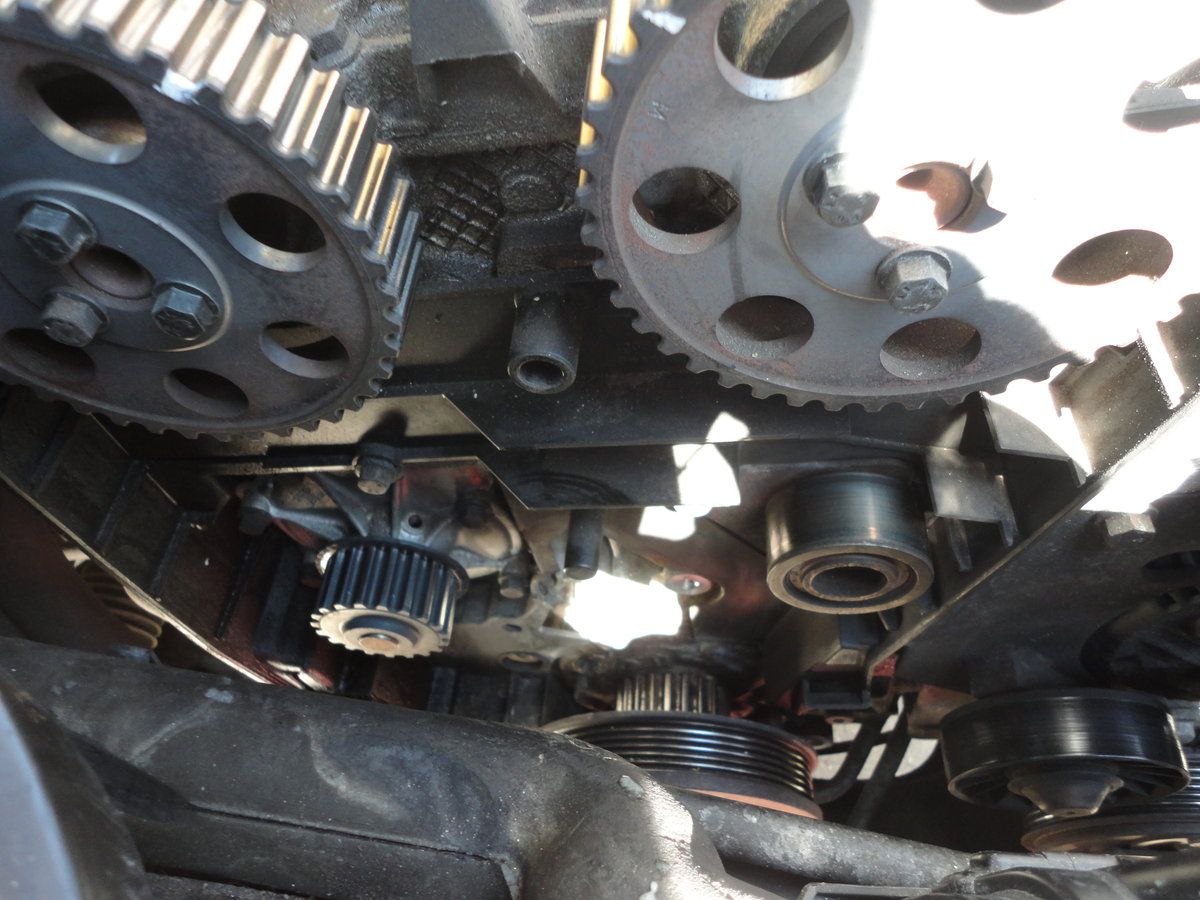 1998 V70 Awd 33 Step Timing Belt Replacement With Photos Also 2004 Volvo Xc90 Serpentine Diagram On 98 S70 Engine Dsc02960
