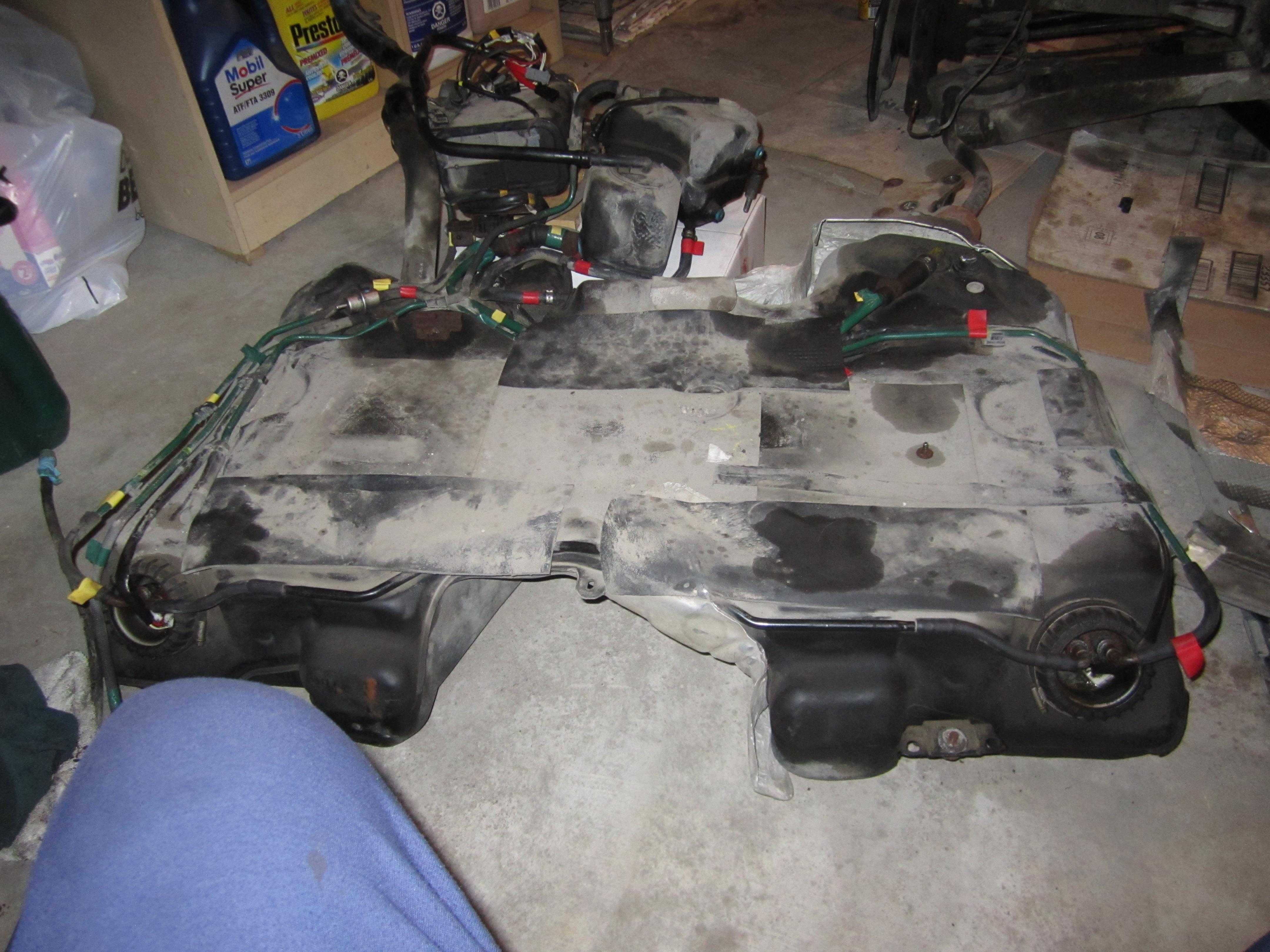 2000 V70R Fuel tank 001.JPG