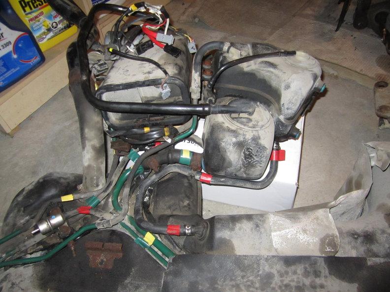 2000 V70R - AWD fuel/emissons pipe routing