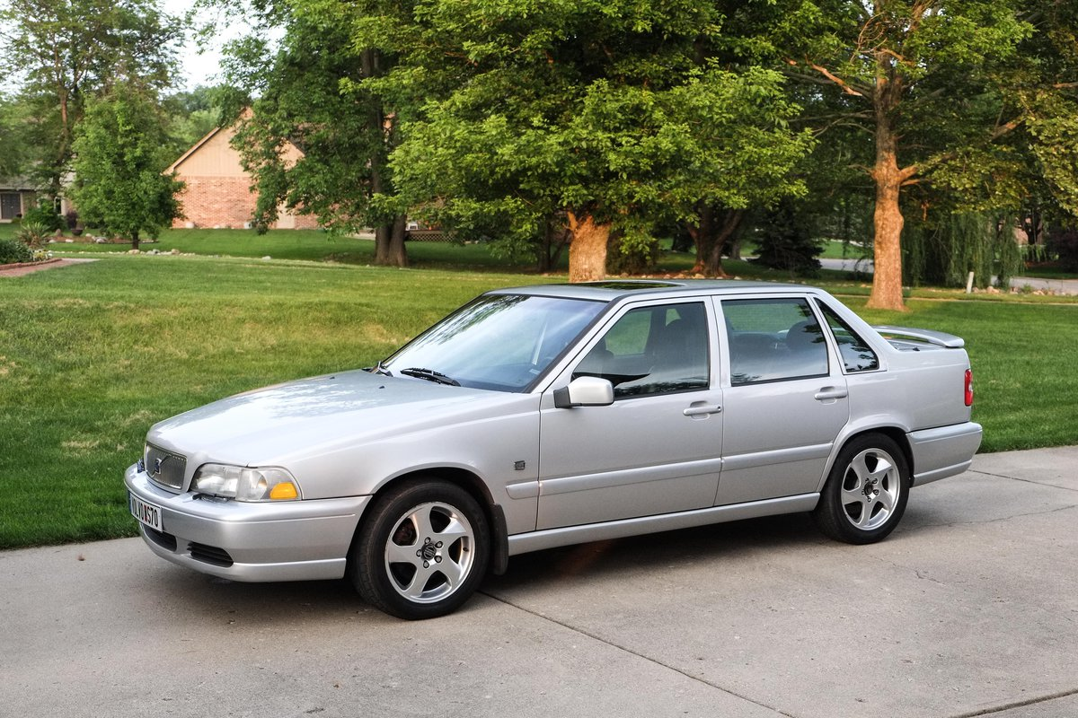 2000 S70 T5 Manual - Thinking of selling.