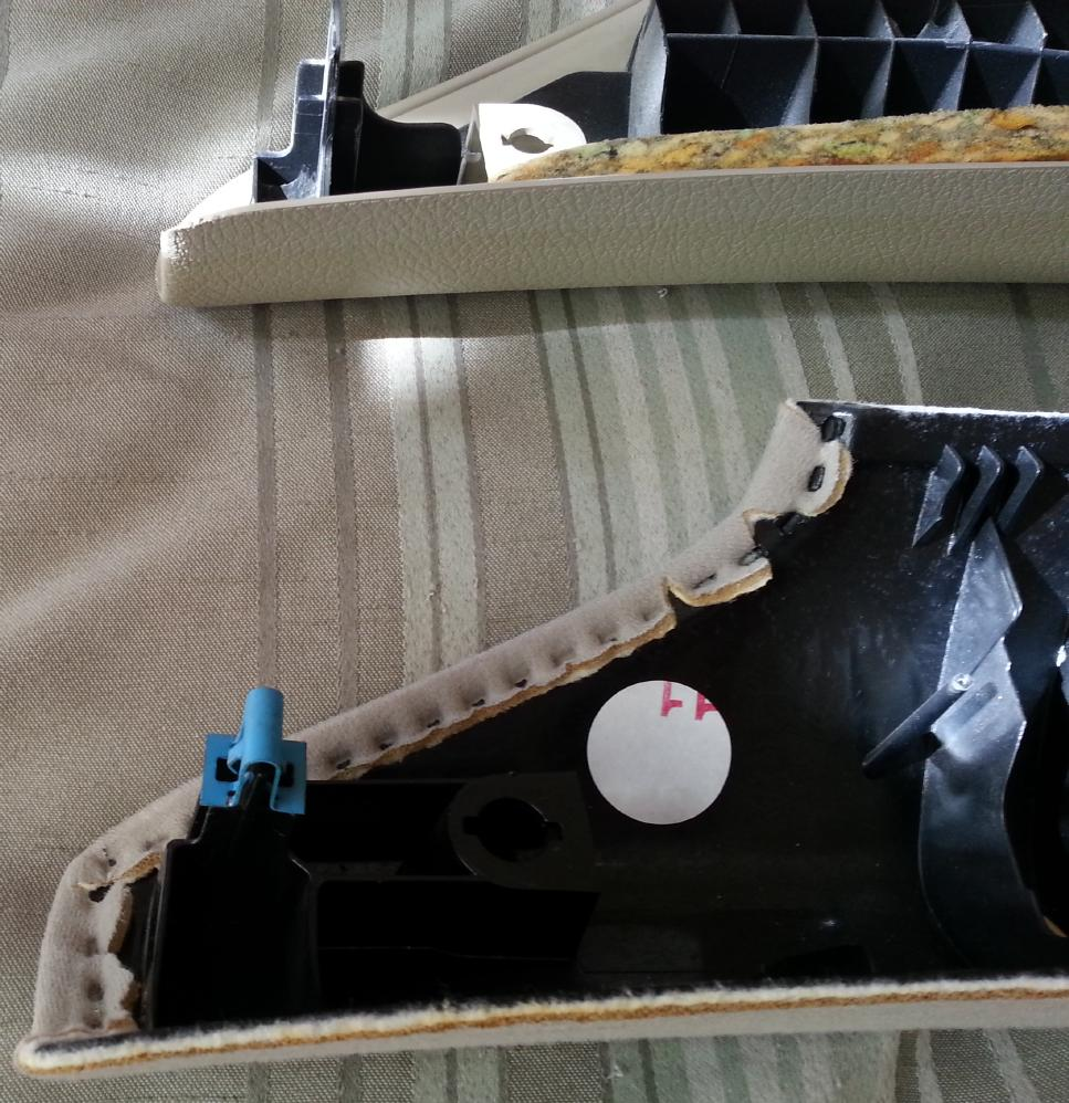 a-pil-06-plastic-right-upper-metal-clip.jpg