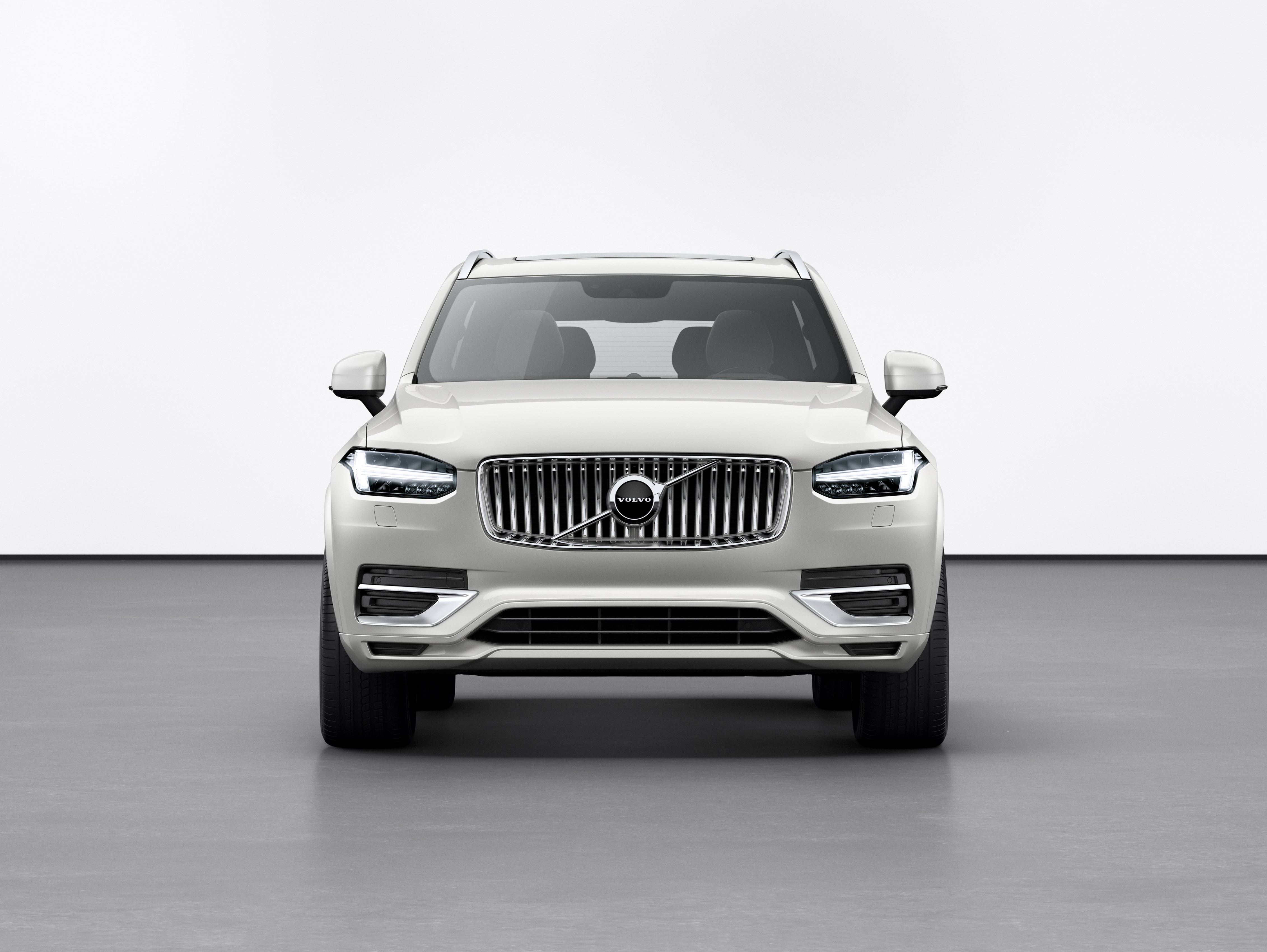 Refreshed Volvo XC90 Inscription T8 Twin Engine in Birch Light Metallic