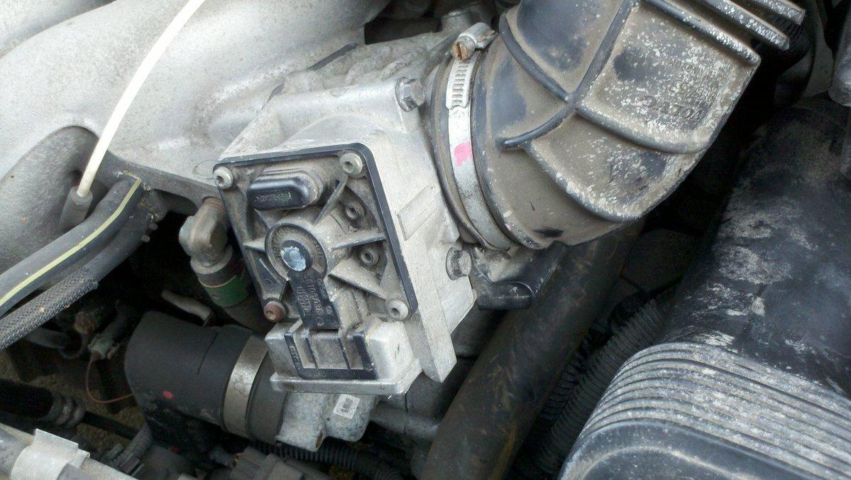 File on 2000 Volvo S70 Engine