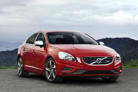 2012 Volvo S60 R Design from the front