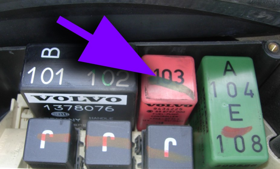 Volvo Fuel Pump Relay on 2005 Volvo S60 Fuse Box
