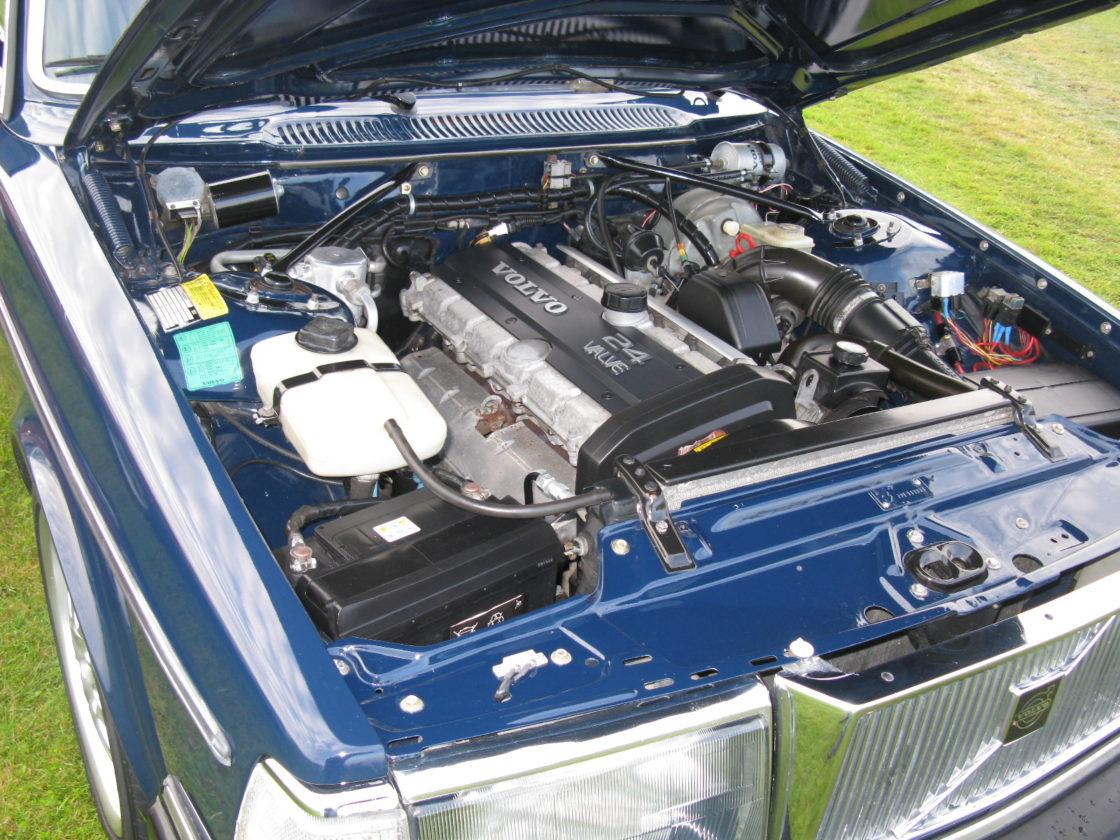 Volvo 240 Fuel Injection Engine