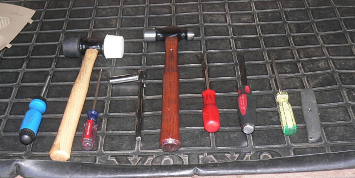Tailgate Struts tools