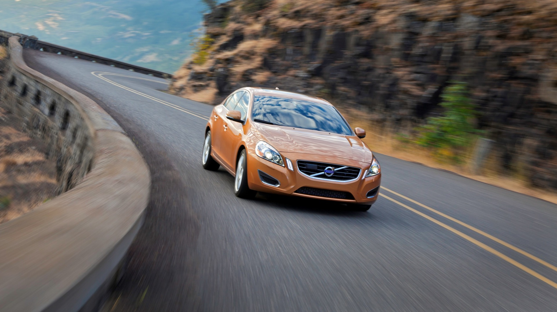 S60 T6 Awd Driving Action02 -  Volvo