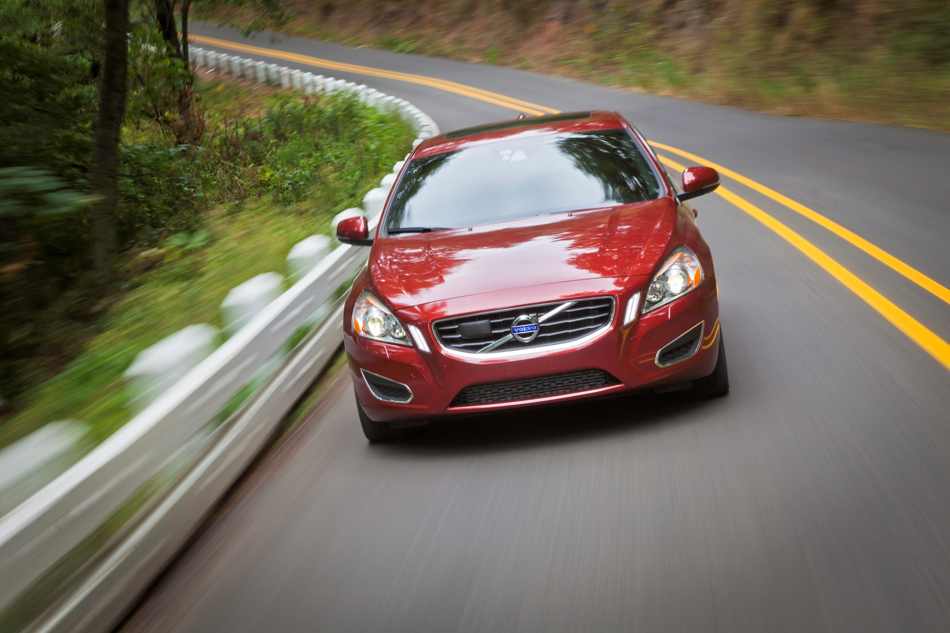 S60 T6 Awd Driving Action04 -  Volvo