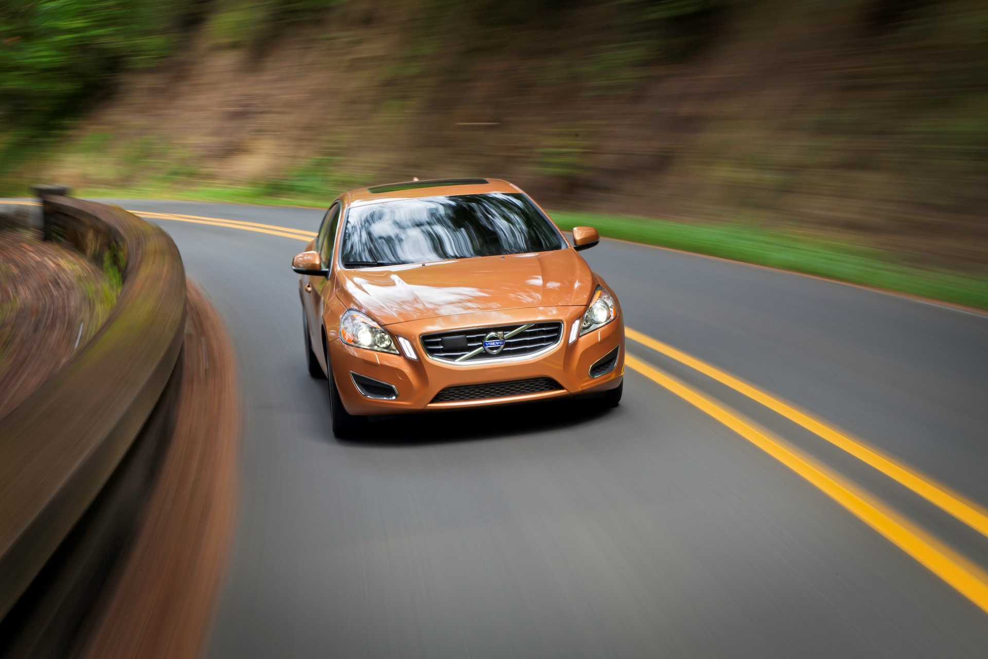 S60 T6 Awd Driving Action14 -  Volvo
