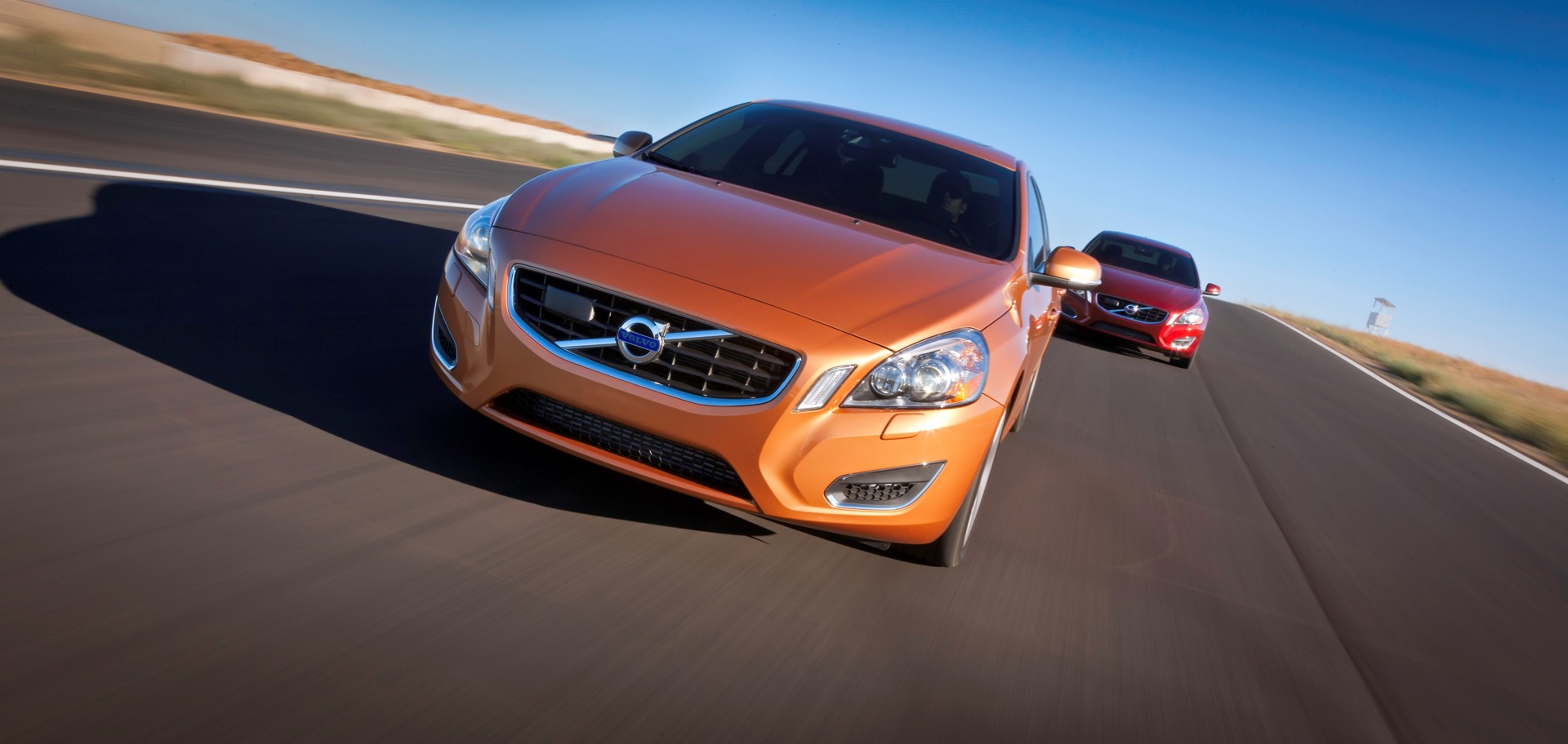 S60 T6 Awd Multi Car Driving Action01 -  Volvo