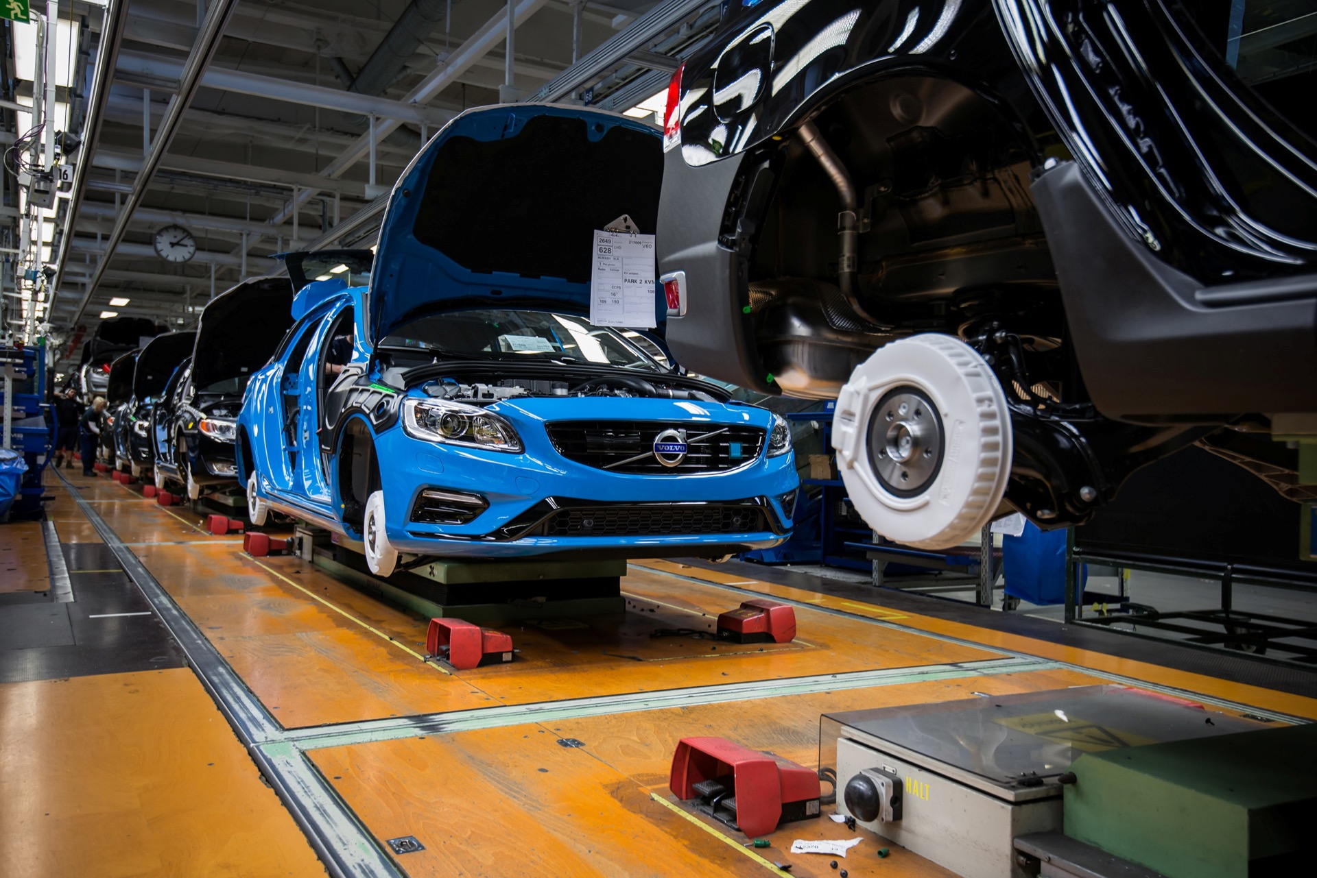 Volvo Cars Starts Production Of The New Volvo S60 And V60 Polestar -  2014, 2015, 2015 S60, 2015 V60, Exterior, Images, Life Style, Manufacturing, S60, Technology, V60, Volvo
