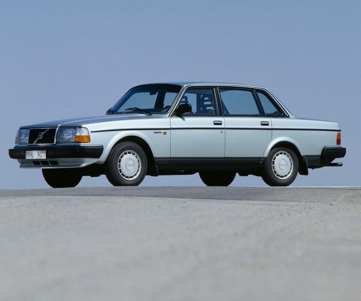 Euro-spec Volvo 240 GL, silver