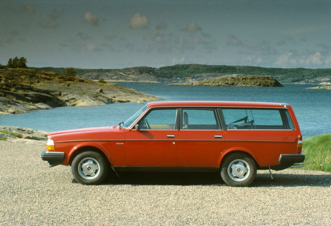 Volvo 245, red, side view