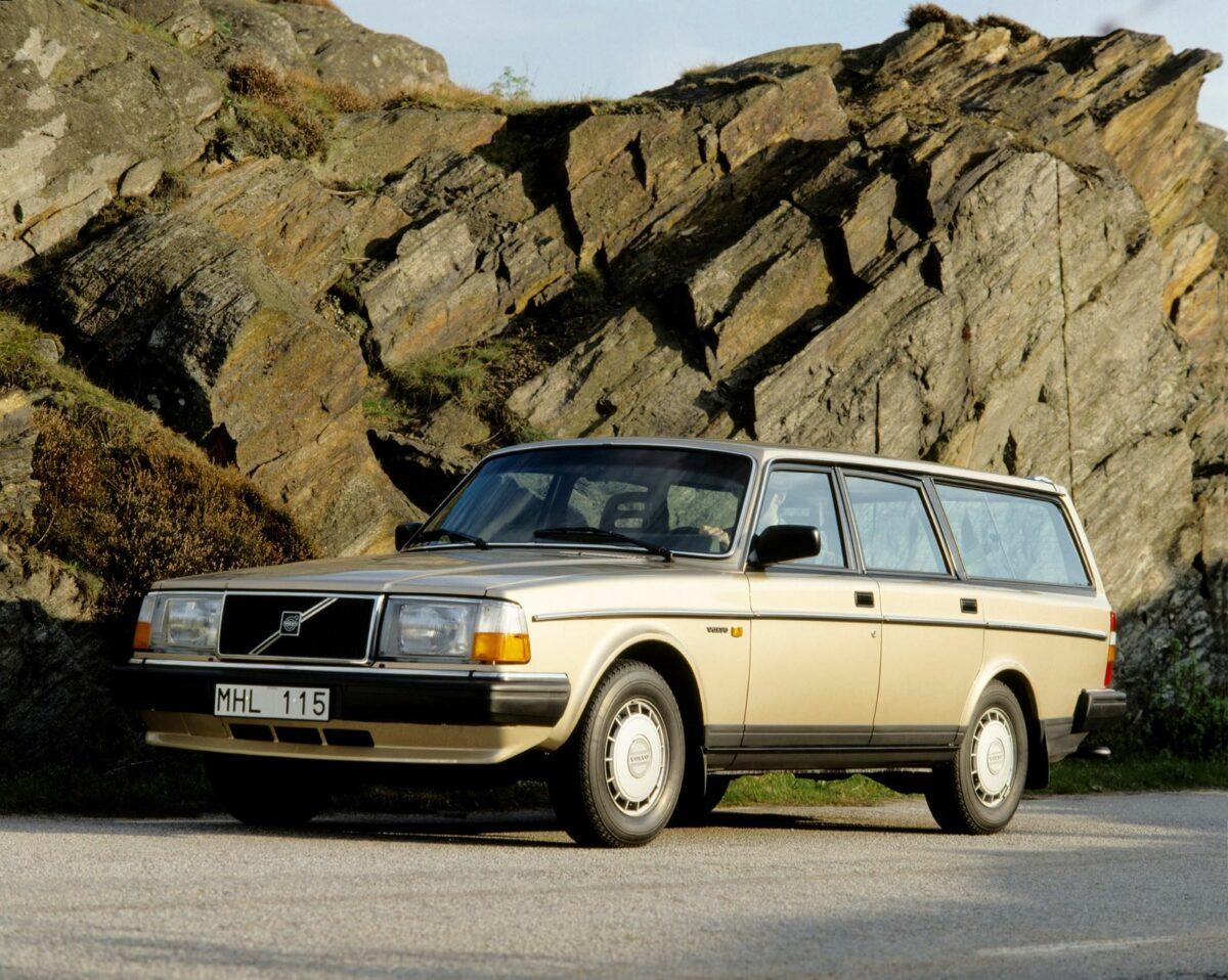 Euro-spec Volvo 245, gold
