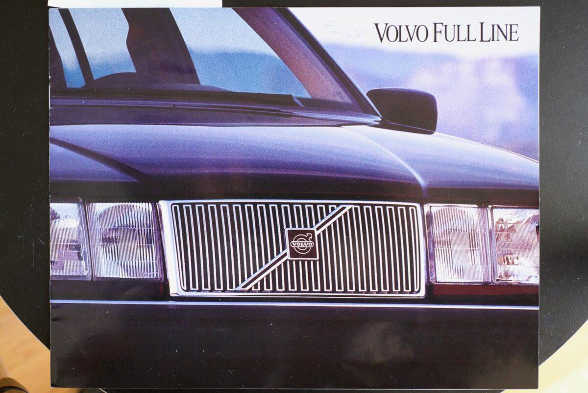 850 and 960 1994 Volvo dealer brochure 1 of 8