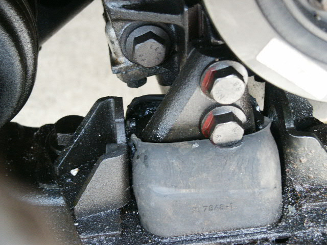 Failed engine mount in a S70