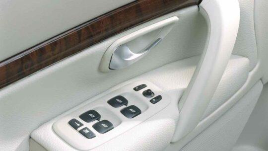 2004 Volvo S80 windows